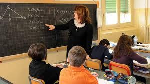 insegnante_a_scuola.jpg