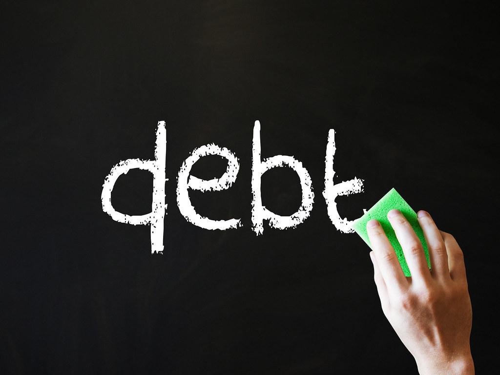 Moneta e debito, chi paga il conto?